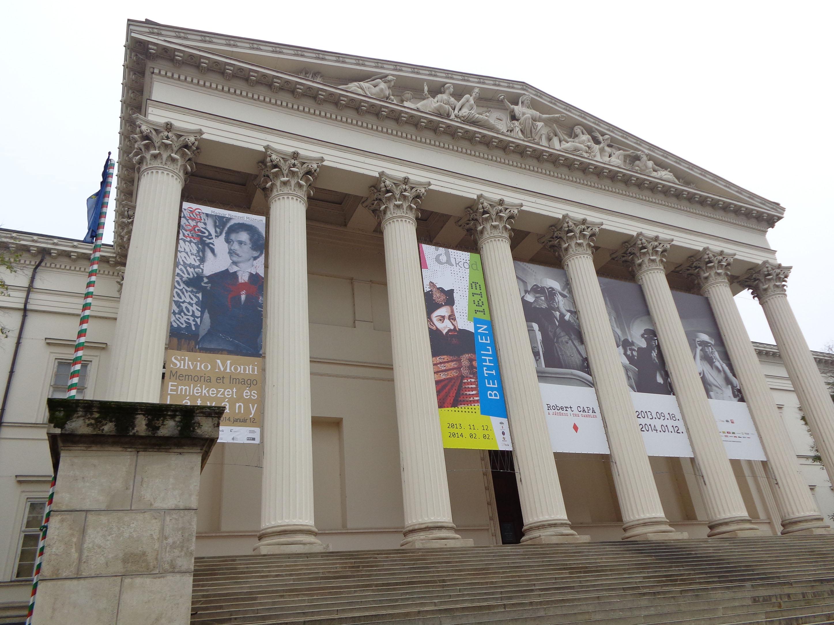 Bethlen, Petőfi und Capa: die aktuellen Ausstellungen des Ungarischen Nationalmuseums im Dezember 2013.